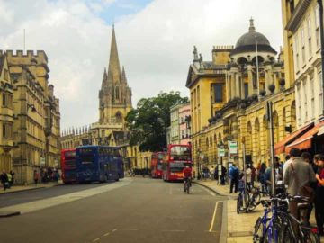 Covid restrictions and alack of global tourism have turned the West End, London's premier shopping and dining district, into a shadow of its former self.