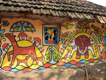 Residents and visitors get together to paint the walls of the mud houses in Khwaabgaon, in the initiative led by artist Mrinal Mandal. There are also workshops where visitors can try their hand at arts and crafts, and exhibition spaces where villagers sell their crafts.