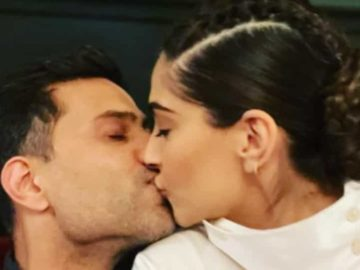 Sonam Kapoor's first picture of 2021 was a romantic one with husband Anand Ahuja.