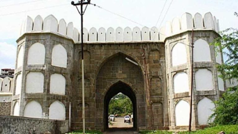 The fort complex, located in the heart of the Maharashtra city, which is named after Aurangzeb, has suffered damages over a period of time and lost its past glory.
