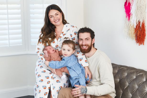 REG WALL EastEnders النجمة لاسي تورنر تقدم مولودًا جديدًا تريلبي فوكس وهي تفتح بابنها الخديج